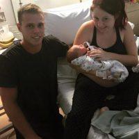 Tommy Connolly con su prima Kiarna y el pequeño Kaydan. Foto:facebook.com/tommy.connolly.39