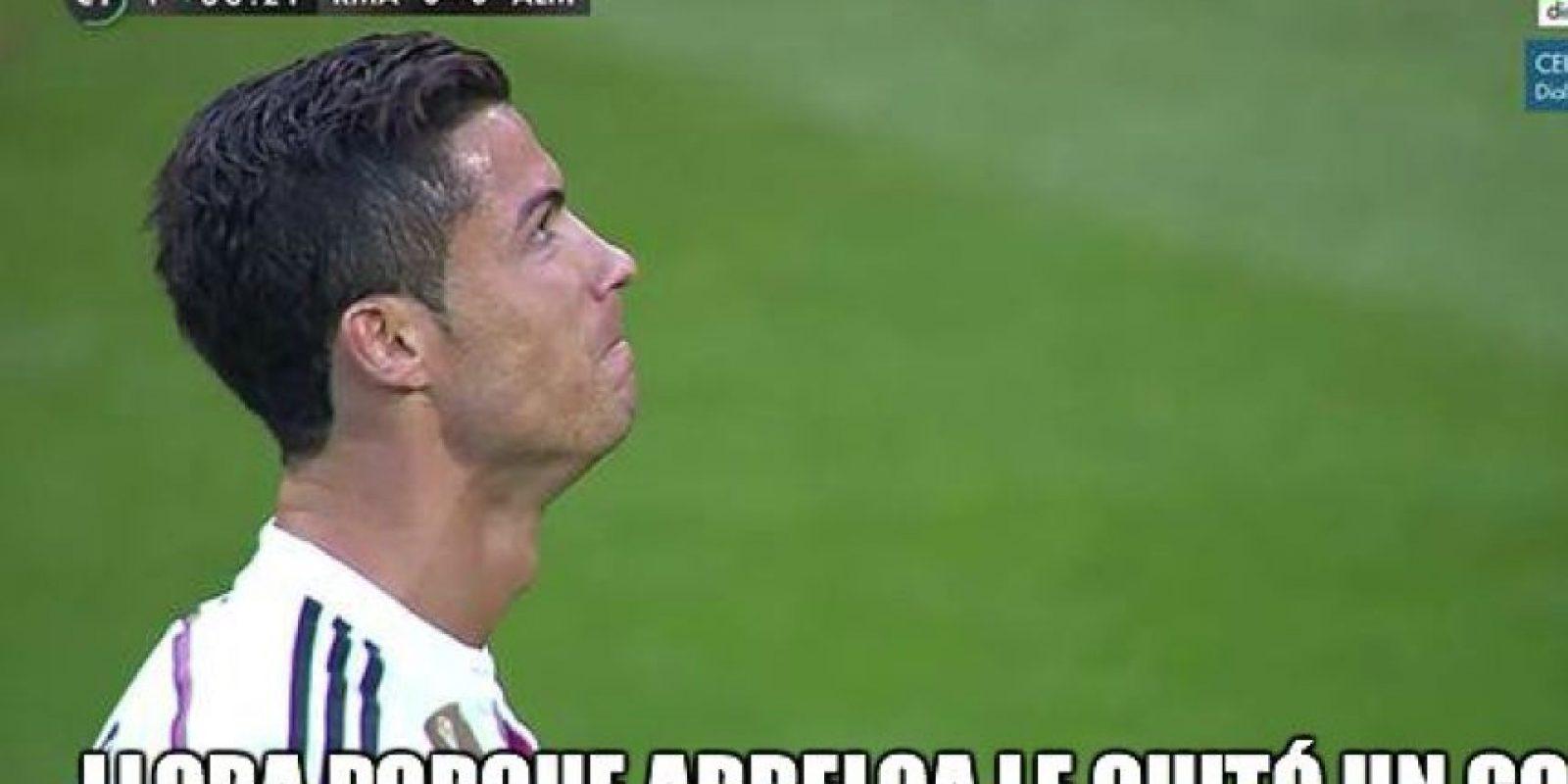 """Quien más sufrió por este gol fue Cristiano Ronaldo a quien Arbeloa le """"robó"""" la anotación. Foto:Vía Twitter"""