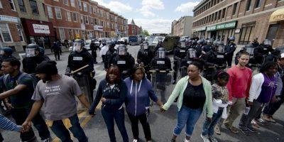 A pesar de la violencia que dejó 200 detenidos, algunas personas salieron a las calles a manifestarse pacíficamente Foto:AP