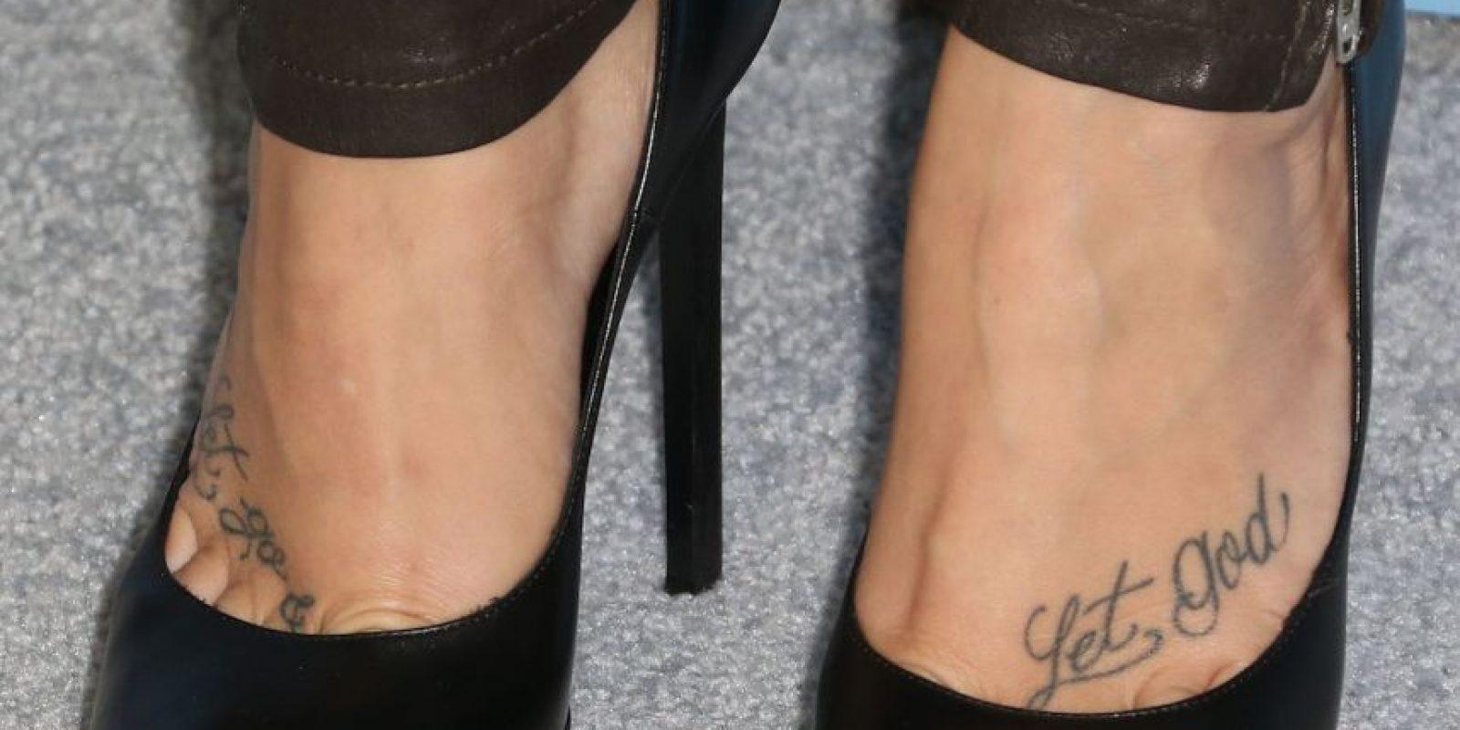 En sus pies tiene tatuadas algunas frases. Foto:Getty Images