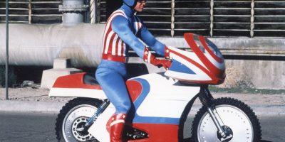 """En 1979, el actor estadounidense, Red Brown, protagonizó la cinta """"Captain América"""" Foto:IMDB"""