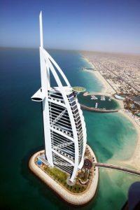 "Tres noches en el famoso hotel de Dubai ""Burj Al Arab"". Foto:Getty Images"