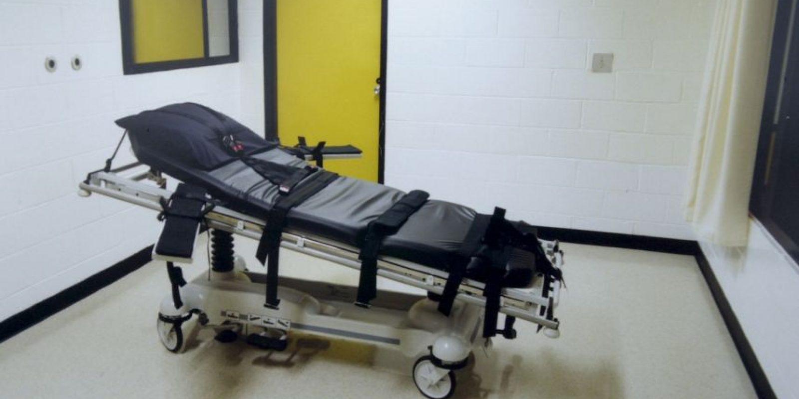 El procedimiento es similar al utilizado en un hospital para administrar una anestesia general, pero los productos son inyectados en cantidades letales. Foto:Getty Images
