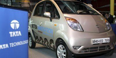"""Tres automóviles modelo """"Nano"""", los más baratos del mundo. Foto:Getty Images"""