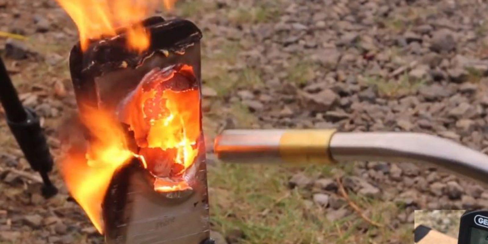 Aparece un hoyo en donde se ejerce más fuego. Foto:EverythingApplePro