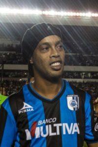 El astro solo ha marcado cuatro goles en Gallos Blancos Foto:Facebook: Ronaldinho Gaúcho