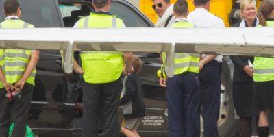 A su llegada, una camioneta negra ya los estaba esperando Foto:Grosby Group