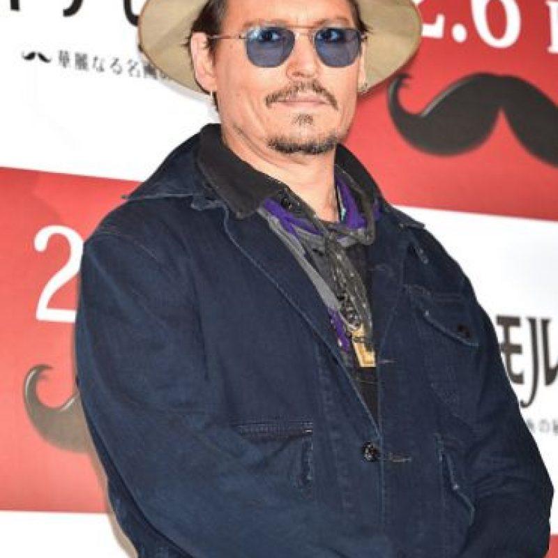"""Johnny Depp se ha convertido en un actor de culto por su versátil registro. Ha sido el """"Capitán Jack Sparrow"""" en """"Piratas del Caribe"""", """"Willie Wonka"""" en """"Charlie y la Fábrica de Chocolate"""" y """"El Sombrerero Loco"""" en """"Alicia en el País de las Maravillas"""", entre otros recordados papeles. Está casado en segundas nupcias con Amber Heard. Foto:vía Getty Images"""