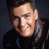 """Charlie Sheen en los años 80 era un gran actor. Lo demostró en """"Platoon"""". Foto:vía Getty Images"""