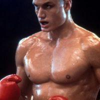 """Dolph Lundgren era el ideal. Su papel como """"Ivan Drago"""" en """"Rocky IV"""" le dio esa aura de gran hombre de acción de tierras nórdicas. Foto:vía Getty Images"""