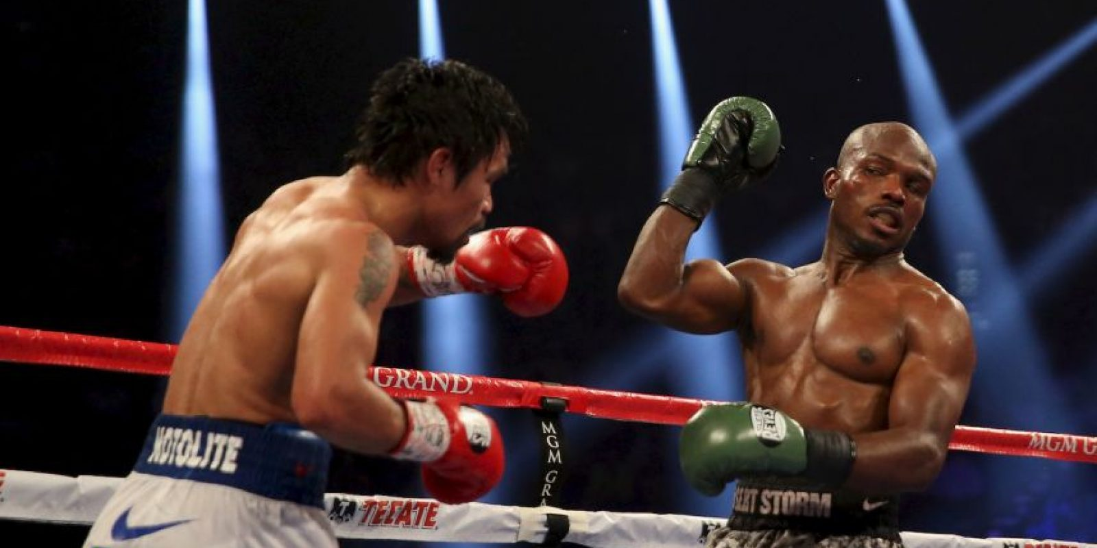 Bradley venció a Pacquiao en su primera pelea, pero en 2014 la victoria se la llevó el filipino por decisión unánime Foto:Getty Images