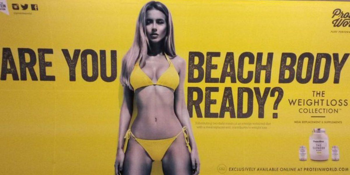 Nuevo cartel con mujeres curvilíneas contraataca a controversial anuncio