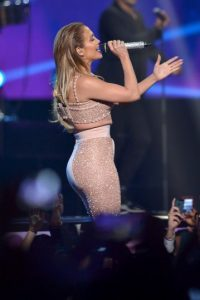 Rindió un homenaje a la fallecida cantante Selena Quintanilla Foto:Getty Images