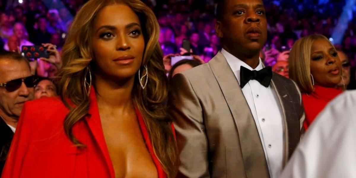 """Beyoncé deslumbra con su escote en la """"Pelea del Siglo"""