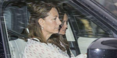 Carole y Pippa Middleton, abuela materna y tía de la bebé. Foto:AP