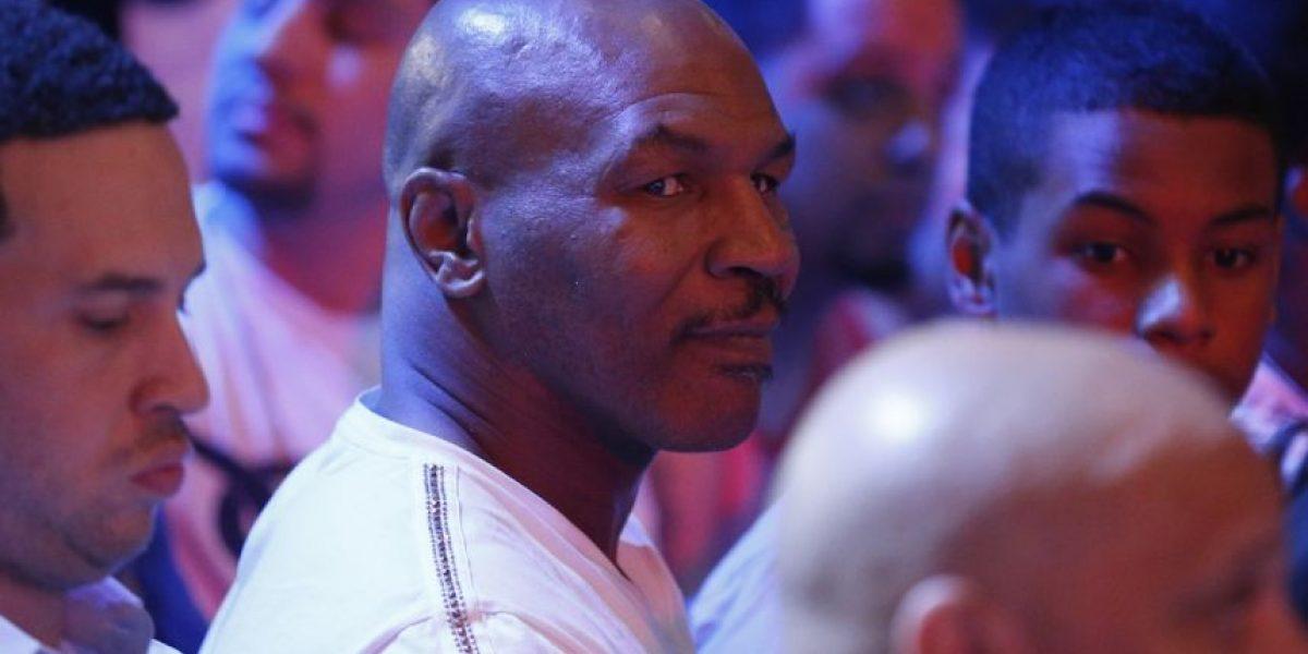 """Se quería tomar """"selfie"""" con Mike Tyson y salió golpeado"""