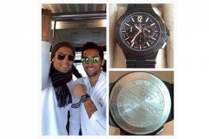"""Además, en 2014 le regaló en Navidad un reloj personalizado a cada uno de sus compañeros del Real Madrid por haber ganado """"la décima"""" Champions League en mayo de ese año. Cada pieza tenía un valor de 8 mil euros. Foto:Vía twitter.com/aarbeloa17"""