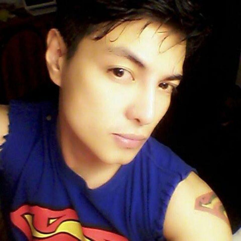 """Este joven filipino se operó 13 veces para lucir igual que """"Superman"""". Chávez modificó su nariz, mandíbula, pectorales y glúteos para lucir igual que el """"hombre de acero"""". Foto:Facebook.com/herbertchavezsuperman"""