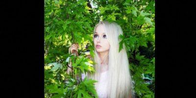 """Es de Ucrania, tiene 28 años y es el clon más popular de """"Barbie"""" en redes sociales. La modelo se sometió al bisturí y al retoque en Photoshop para obtener esa apariencia de muñeca. Causó gran polémica por su supuesta dieta a base de aire y luz del sol. Foto:Vía Facebook.com/LukyanovaValeriaOfficial"""