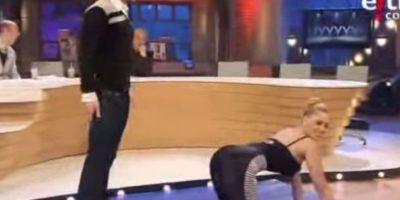 En 2010, el exfutbolista puso en una posición sexual a la modelo erótica Daniela Blume, en un programa español Foto:instagram.com/danielablume
