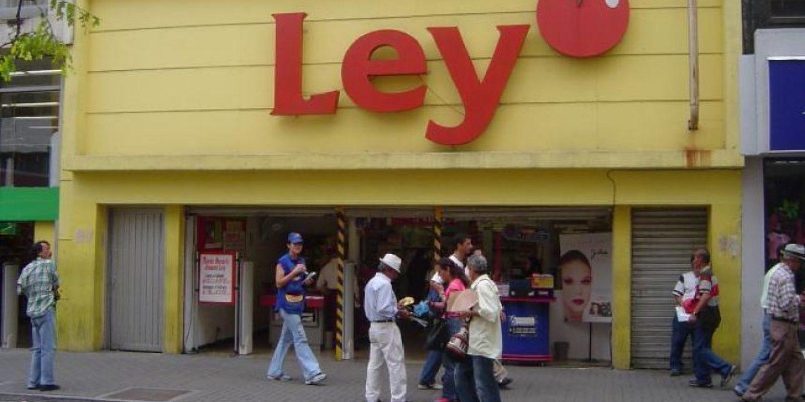 De Ley solo nos queda el recuerdo… Los almacenes siguen en el mismo lugar de siempre, pero ahora el letrero es amarillo y dice 'Éxito'.