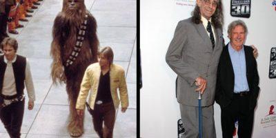 Peter Mayhew interpretó a Chewbacca, y lo hará para la próxima entrega de la película. Foto: THR