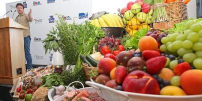 4. La urbanización y el creciente número de personas que comen fuera de sus casos contribuye al problema. Foto:Getty Images