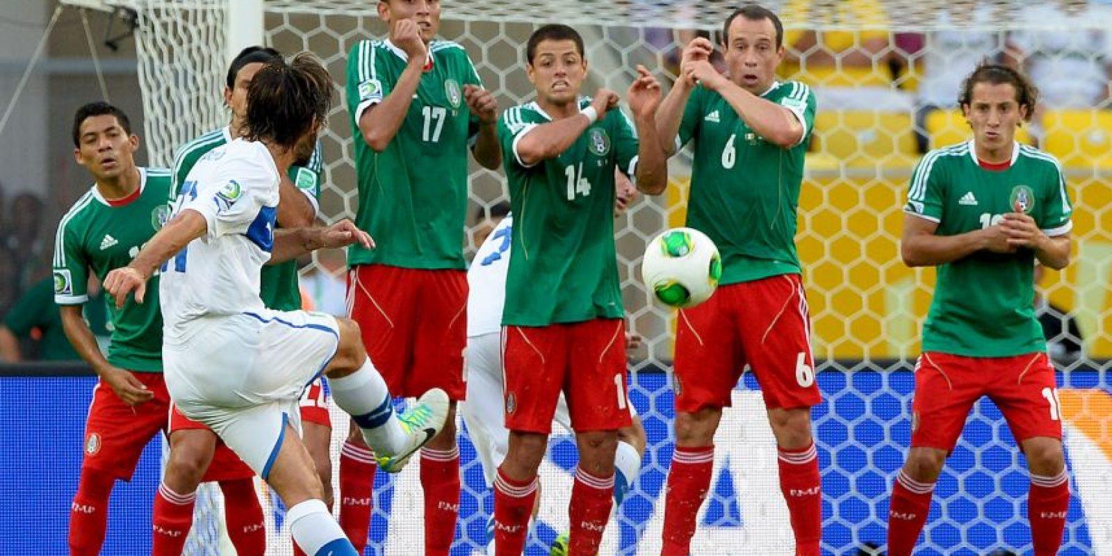 """¿Quién más que Pirlo para cobrar las jugadas a balón parado? El italiano es un especialista en tiros libres, y además, garantía de goles que son auténticas """"joyas"""". Sin embargo, el italiano confesó que para hacer estos cobros, imitó al brasileño Juninho Pernambucano. Foto:Getty Images"""