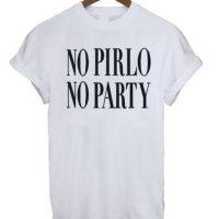 """""""Sin Pirlo no hay fiesta"""", dice esta original camiseta que el italiano lució por las calles. Naturalmente, la frase fue replicada por muchos medios y fanáticos, y hay muchos sitios online que venden este diseño. Foto:ebay.com"""