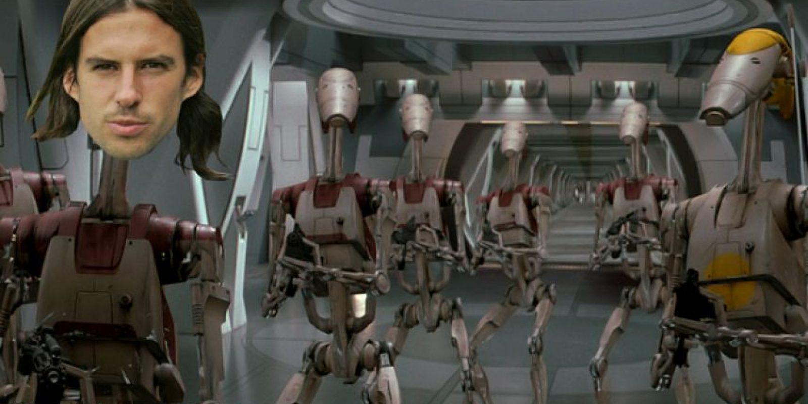 Gerard Butler, en el papel de George Dryer, toma el papel de un androide y relega a Falcao a la banca. Foto:Tomada de mirror.co.uk