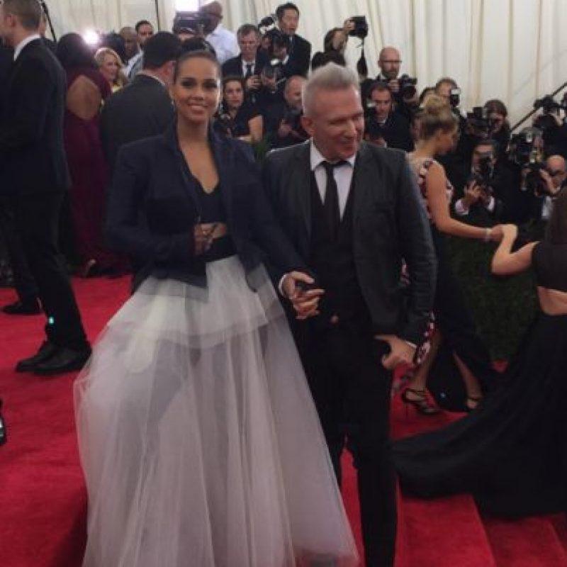 Alicia Keys no tiene una pizca de la sutilidad oriental que se requería para la gala. Foto:vía Twitter/metmuseum