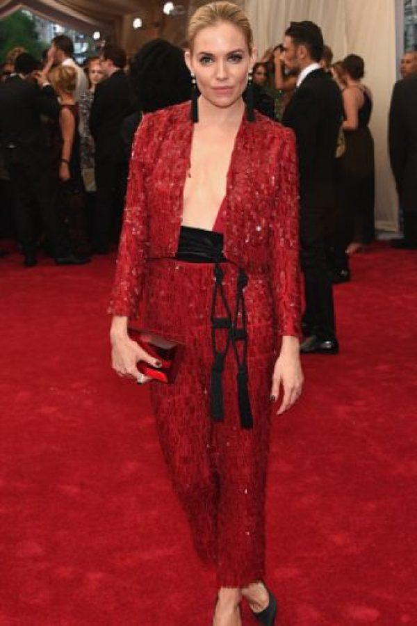 Sienna Miller parece un torero de los años 80. Foto:vía Getty Images
