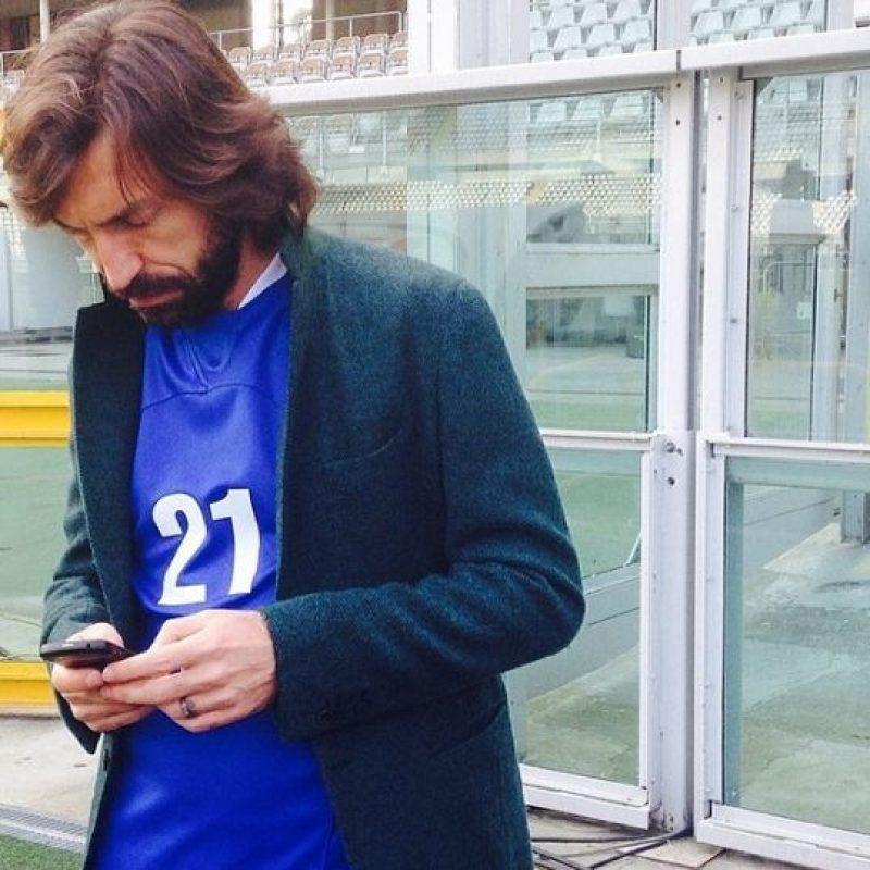 """""""Después de la rueda, la PlayStation es el mejor invento del hombre"""", escribió el italiano en su libro autobiográfico para deleite de los """"gamers"""". ¿Están de acuerdo? Foto:Vía instagram.com/pirloficial"""