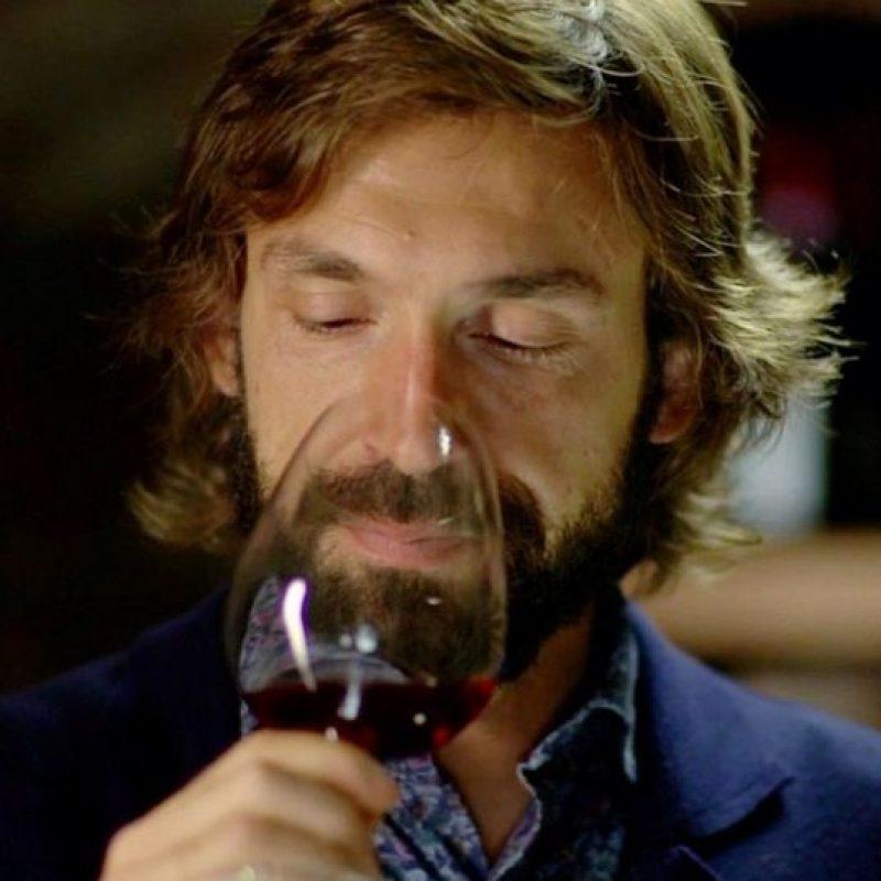 Pirlo declaró que cuando llegue el momento de dejar el fútbol, su siguiente actividad será dedicarse por completo a la producción de vino en Brescia. Ahí está establecida su familia la cual produce cerca de 20 mil botellas al año. Foto:Vía instagram.com/pirloficial