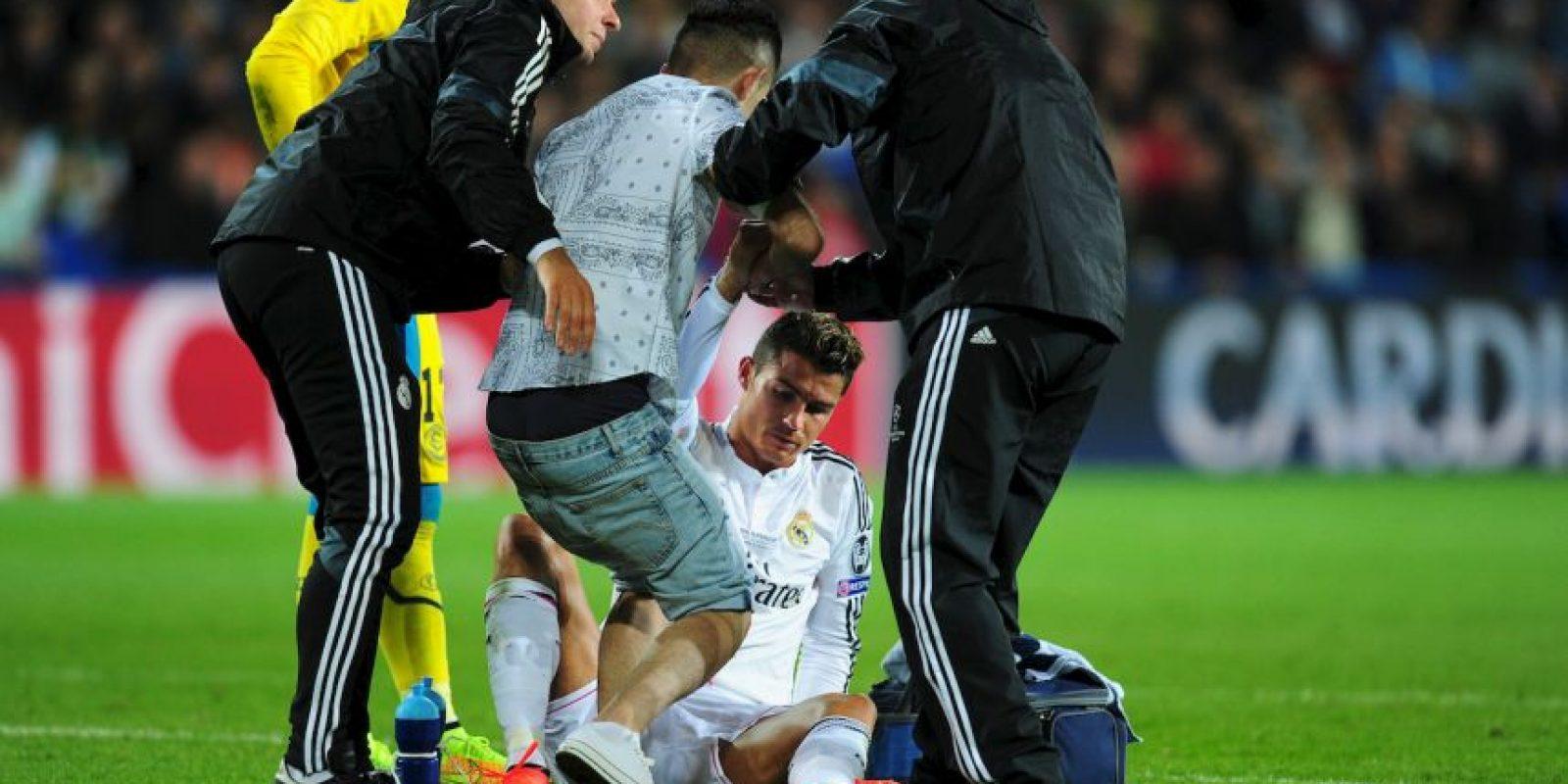 También ha protagonizado episodios polémicos, como hace unas semanas que casi atropella a un hincha que intentó detenerlo a su salida de la Ciudad Deportiva del Real Madrid, mostrándole una bandera de Portugal. Foto:Getty Images