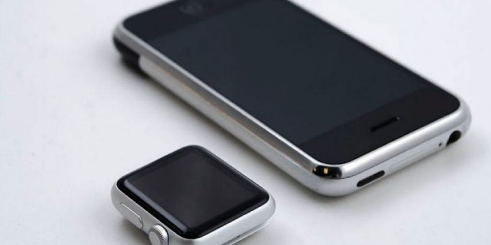Apple Watch y primer iPhone: como dos gotas de agua Foto: twitter.com/conectica