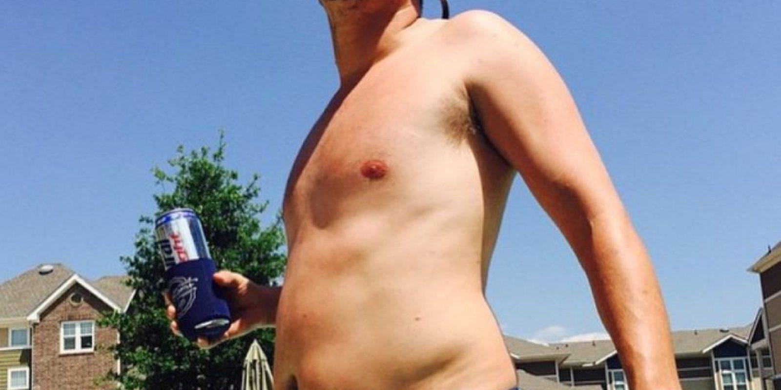 """9. El hombre con """"panza cervecera"""" se acepta como es. Foto:vía Instagram/collegedadbods"""