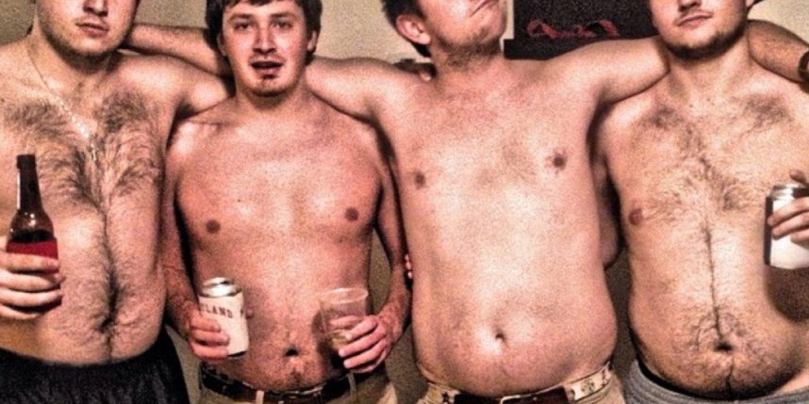 """1. La """"panza cervecera"""" no 3. intimida otras mujeres con su cuerpo. Foto:vía Instagram/collegedadbods"""