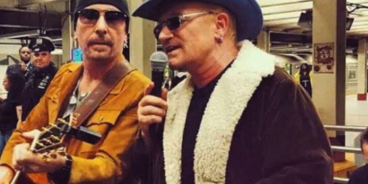 VIDEO: U2 dio un concierto sorpresa en el metro de Nueva York