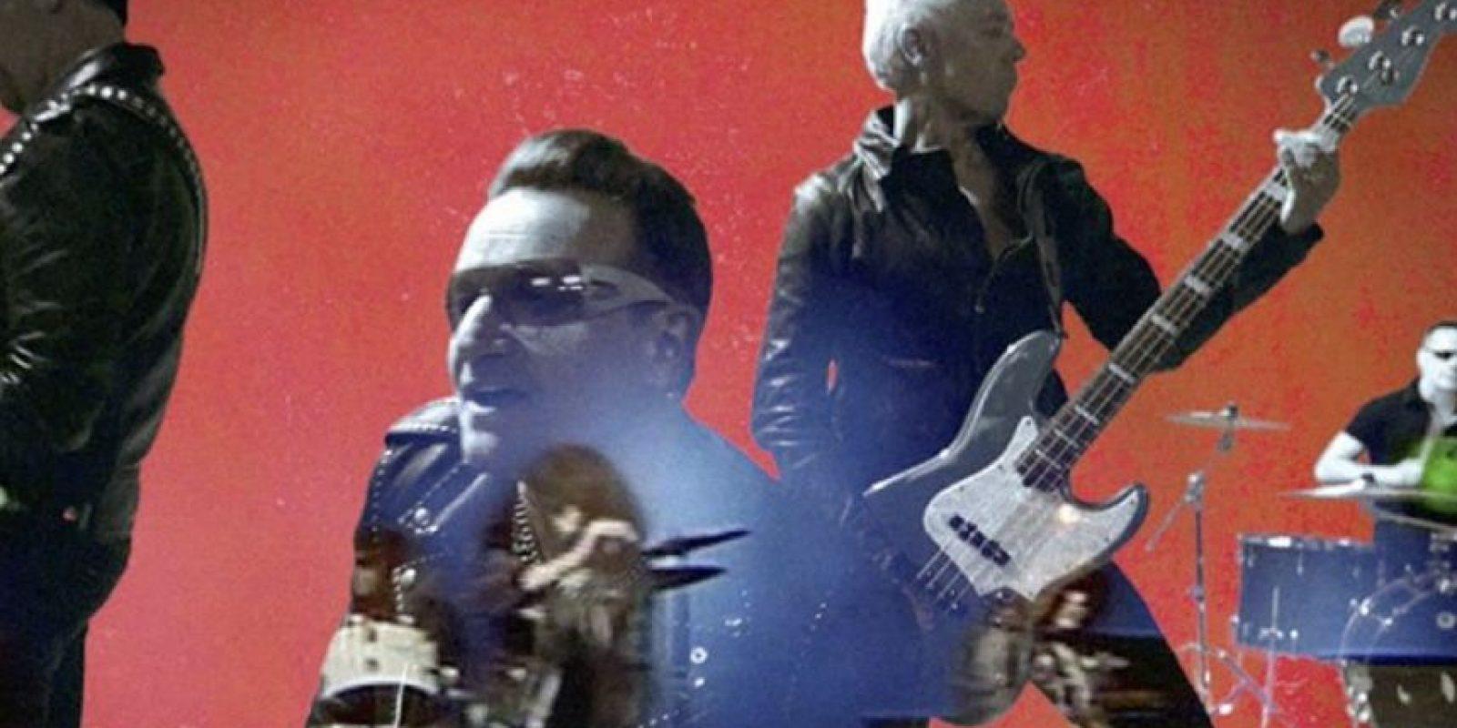 La banda en un video que honra a Joey Ramone. Foto:vía Facebook/U2