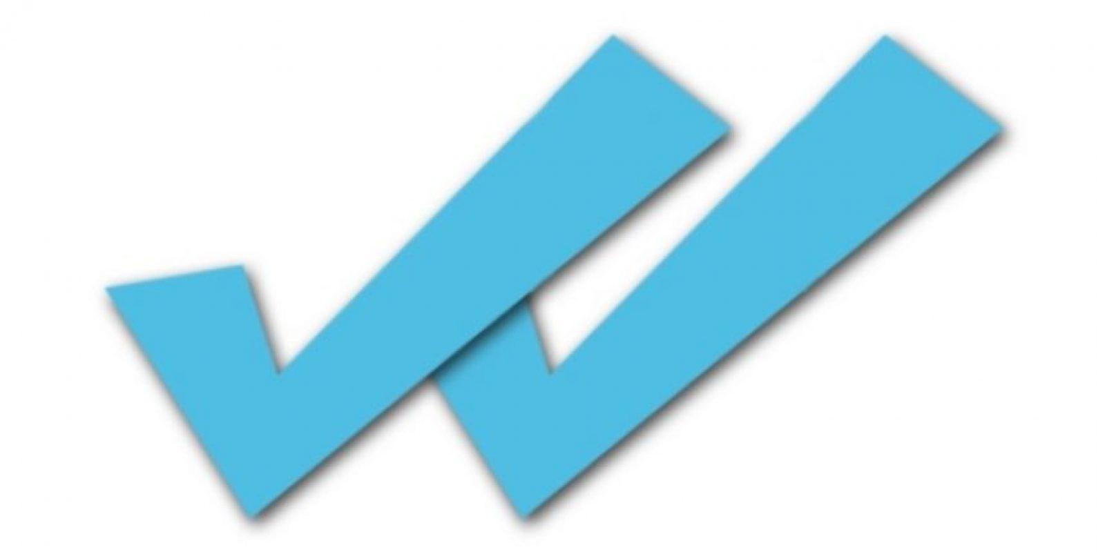Supuestas aplicaciones prometen desactivar el doble check azul para que sus contactos no se enteren cuando leyeron sus mensajes, pero en realidad les cobran un servicio que gastaba su saldo Foto:Twitter
