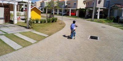 5. Al jugar al aire libre, la posibilidad de interactuar con más niños se incrementa con las horas. Foto:Pixabay