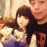"""Este hombre ha gastó más de dos mil doscientos dólares en su """"hija"""". Foto:Vía Weibo/Bo Song"""