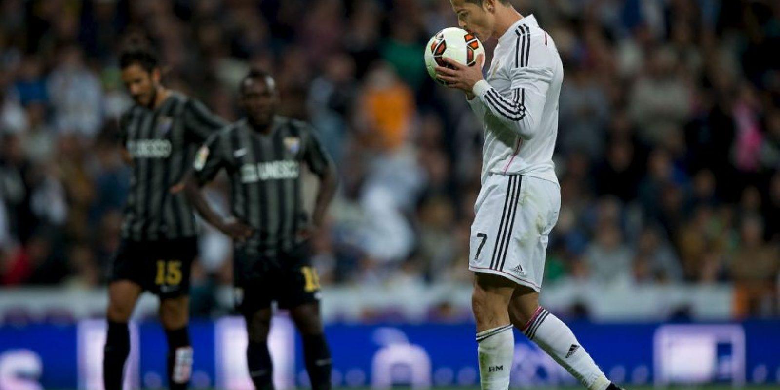 Muy atrás de Messi y Cristiano quedó Raúl González con 71 tantos, Ruud Van Nistelrooy con 56 y Thierry Henry con 50. Foto:Getty Images
