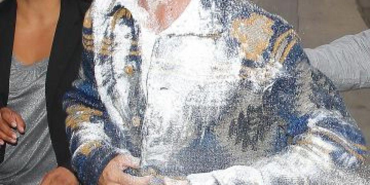 FOTOS: Adam Levine es atacado con una bomba de harina