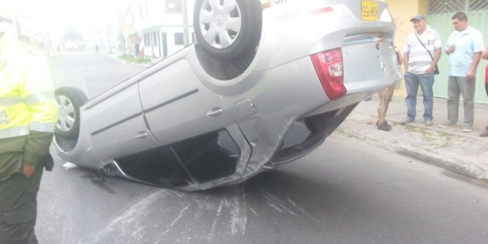 El aparatoso incidente se dio en la calle 2 con carrera 35B Foto:Cortesía