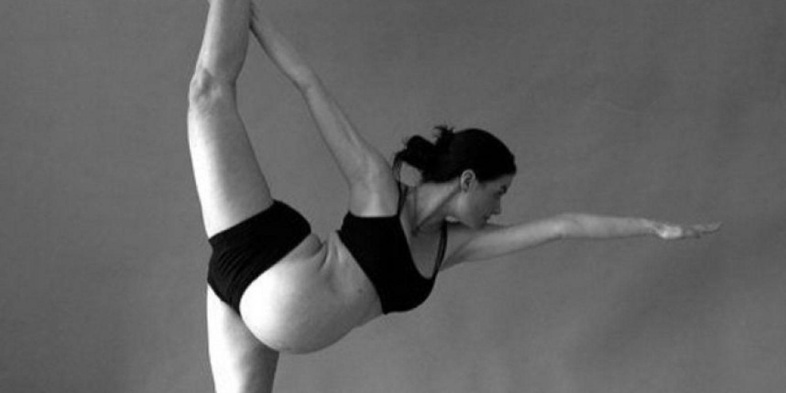 El yoga postparto fomenta la relajación. Sobre todo, en los momentos en las que las necesidades del bebé roban varias horas del sueño a la madre. Foto:Vía instagram.com/cakematernity