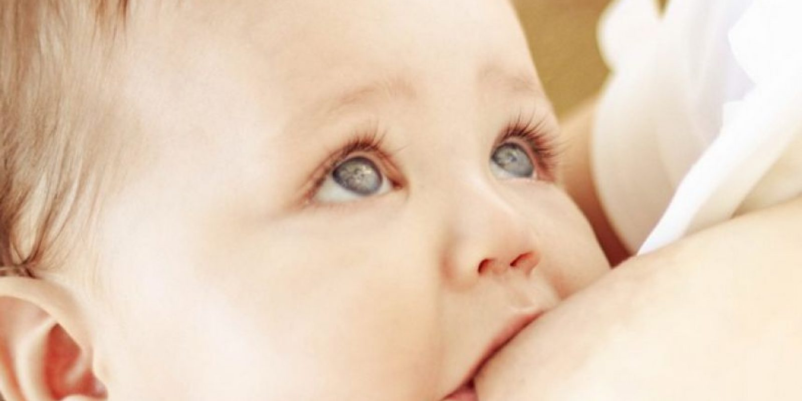 El darle de comer al bebé mediante la lactancia hace que la mujer pierda bastantes calorías, lo cual influye en la pérdida de peso. Foto:Vía instagram.com/cheeryviruet