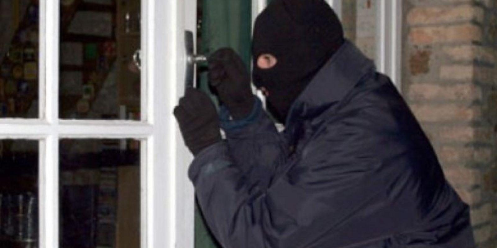 """4. Fue fácil para los ladrones robar en casas que utilizaban métodos """"tontos"""" como dejar encendido el televisor y las luces de la casa cuando salían de viaje. Foto:Tumblr.com/tagged-ladrones"""