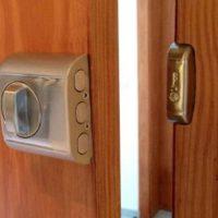 3. Pongan seguros especiales para que no sea fácil violar la cerrajería. Foto:Pixabay